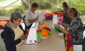 Community members sew the inflatable whale Kondoli (SpinFX AustrAliA)